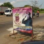 Plakat rewolucjonisty na drodze